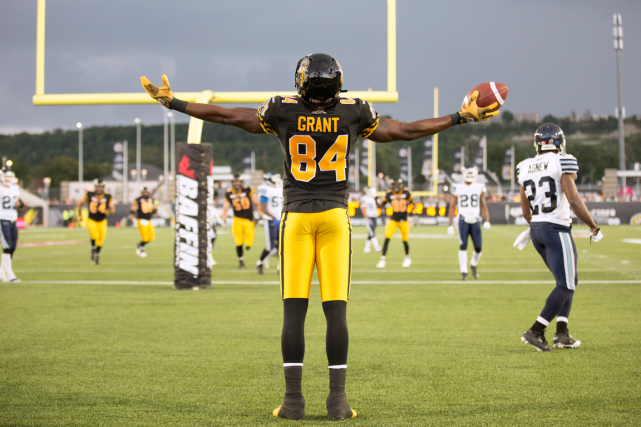 Bakari Grant, des Tiger-Cats, a célébré son touché... (Photo Peter Power, PC)