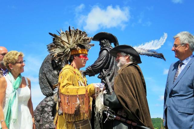 Aidé par des guides amérindiens, Champlain navigue sur... (Étienne Fortin-Gauthier, collaboration spéciale)