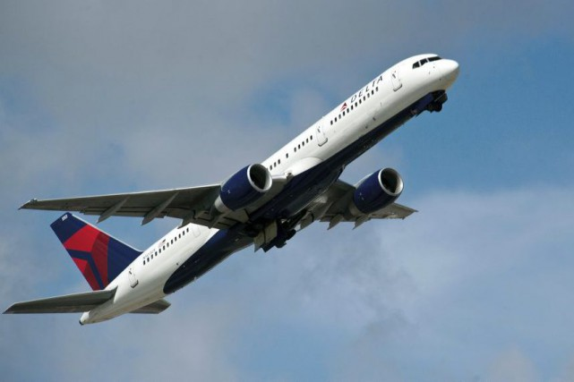 Les compagnies aériennes américaines Delta et American Air... (PHOTO AFP)