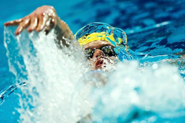 L'AustralienMitchell Larkin a remporté le 100 mètres dosaux... (Photo Hannibal Hanschke, Reuters)
