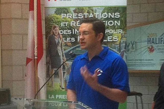 Le ministre Pierre Poilievre a récemment revêtu un... (La Presse Canadienne)