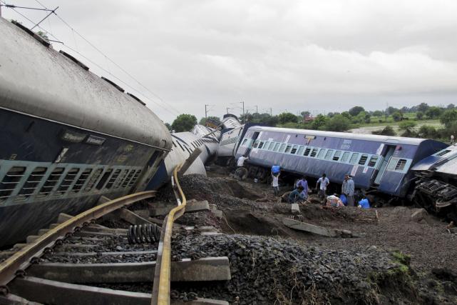 Au moins 25 passagers ont été blessés et... (PHOTO REUTERS)