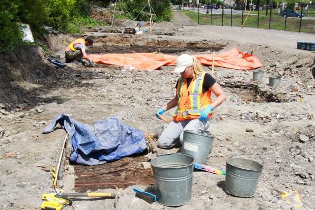 Des objets trouvés lors des fouilles archéologiques sur... (Patrick Woodbury, LeDroit)