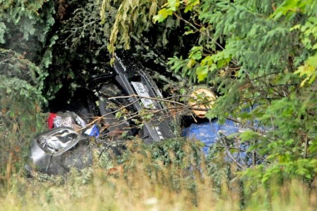 Le véhicule a percuté un arbre après avoir... (centralmaine.com, Michael G. Seamans)