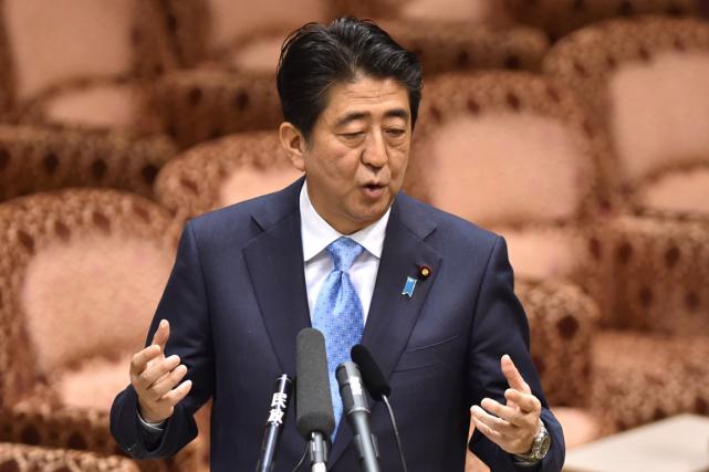 Le premier ministre Shinzo Abe lui-même n'est pas... (PHOTO AFP)