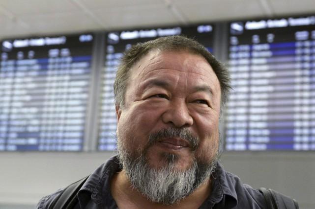 Ai Weiwei à l'aéroport Franz-Josef-Strauss de Munich.... (PHOTO AFP)