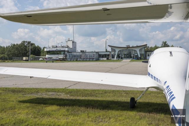 Le dossier de l'aéroport de Sherbrooke pourra cheminer malgré le déclenchement... (Archives La Tribune)