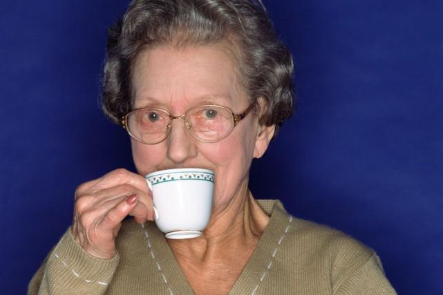 Les Britanniques semblent perdre le goût pour leur fameuse tasse de thé noir,... (PHOTO DIGITAL VISION/THINKSTOCK)