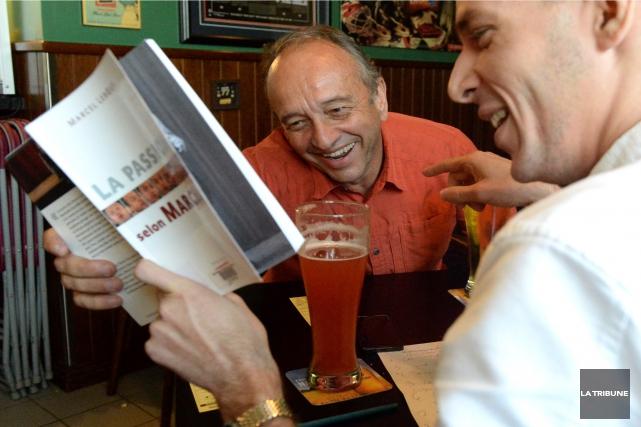 Marcel Leboeuf et Dominic Tardif rigolent devant une... (IMACOM, MAXIME PICARD)
