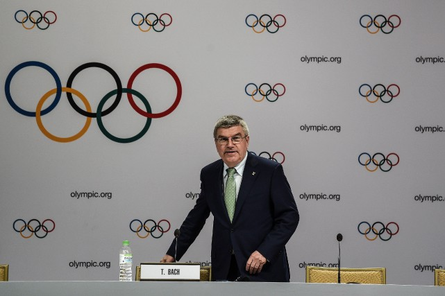Victime d'un décalage horaire ou d'une caïpirinha de trop? Le président du CIO... (Photo AFP)