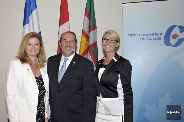 Les candidats conservateurs Ursula Larouche, Denis Lebel et... ((Photo Le Quotidien-Rocket Lavoie))
