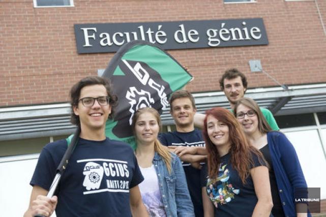 Un groupe d'étudiants en ingénierie de l'Université de... (Imacom, René Marquis)