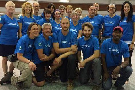 Le groupe de 18 participants en compagnie de... (Photo fournie)