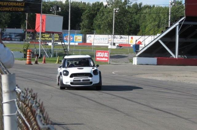 Louis-Philippe Dumoulin a piloté une voiture de rallycross... (Photo: Stéphane Trottier Facebook)