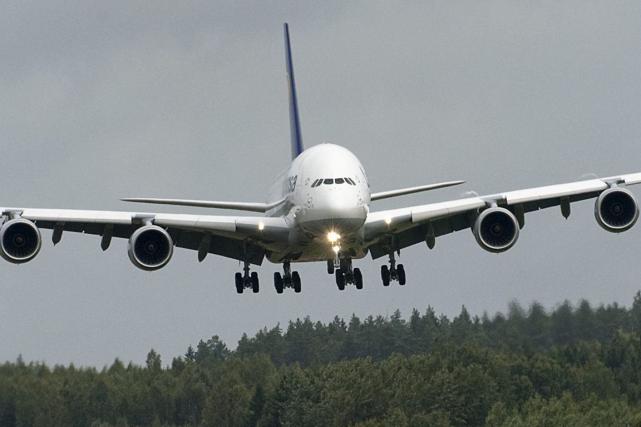 Le pilote d'un vol intérieur en Suède a utilisé une hache pour délivrer un... (Photo archives AFP)