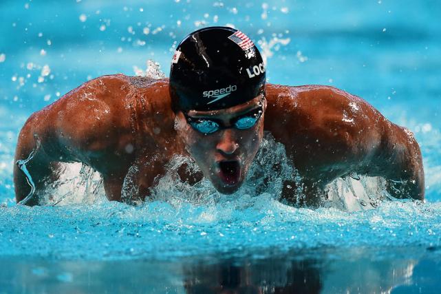 L'Américain Ryan Lochte estdevenu jeudi le premier nageur... (Photo Christophe Simon, AFP)