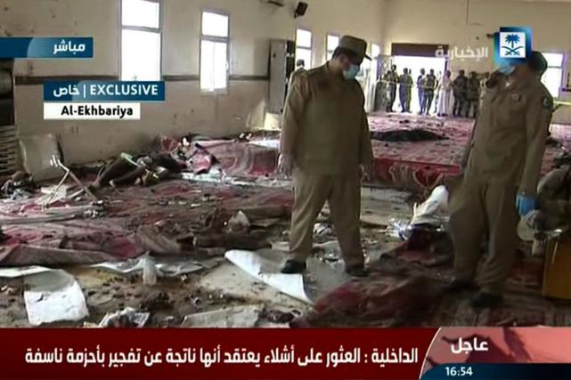 Douze policiers figurent parmi les 15 personnes tuées... (Photo AFP)