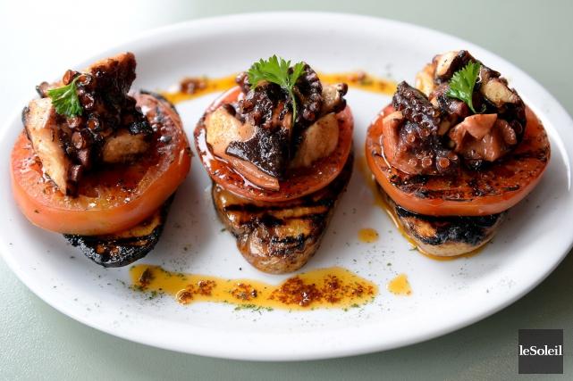 Le Poulet portugais a diversifié son menu avec... (Le Soleil, Erick Labbé)