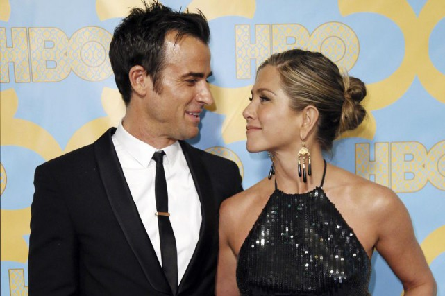 Actors Jennifer Aniston and Justin Theroux pose at... (DANNY MOLOSHOK)