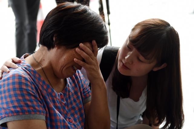Une dizaine de proches des passagers chinois du... (Photo Greg Baker, AFP)