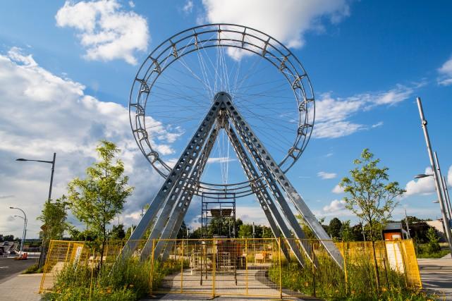 La grande roue du collectif BGL, à l'angle... (PHOTO EDOUARD PLANTE-FRÉCHETTE, LA PRESSE)
