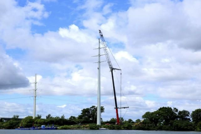 D'une hauteur de 77 mètres, Hydro a assemblé... (Image tirée d'une vidéo de Claudine Bergeron)