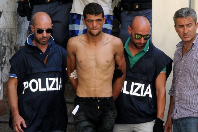 Les cinq passeurs présumés risquent des poursuites pour... (Photo Alessandro Fucarini, AP)