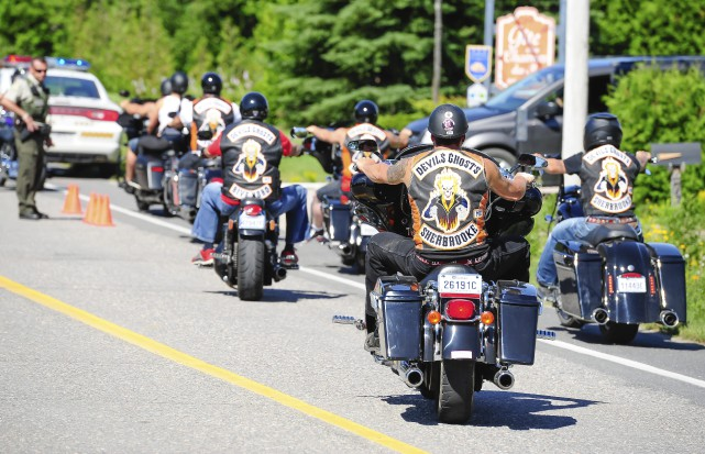 Des membres de groupes sympathisants des Hells Angels... (Photo le progrès-dimanche, Gimmy Desbiens)