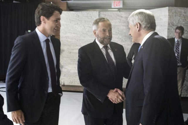 Justin Trudeau (à gauche), Thomas Mulcair (au centre) et... (PHOTO FRANK GUNN, AFP)