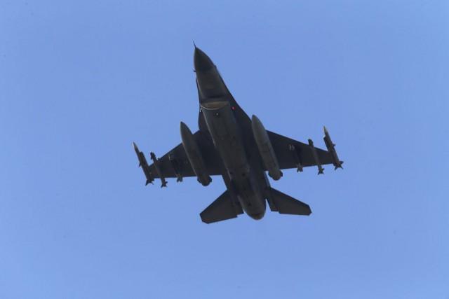 UnF-16 turc décollant dela base d'Incirlik, le 29... (PHOTO EMRAH GUREL, AP)
