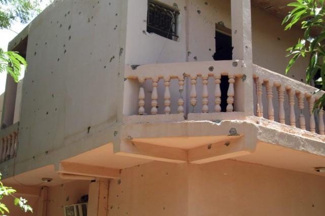 Des impacts de balles sont visibles sur un... (Photo archives AFP)