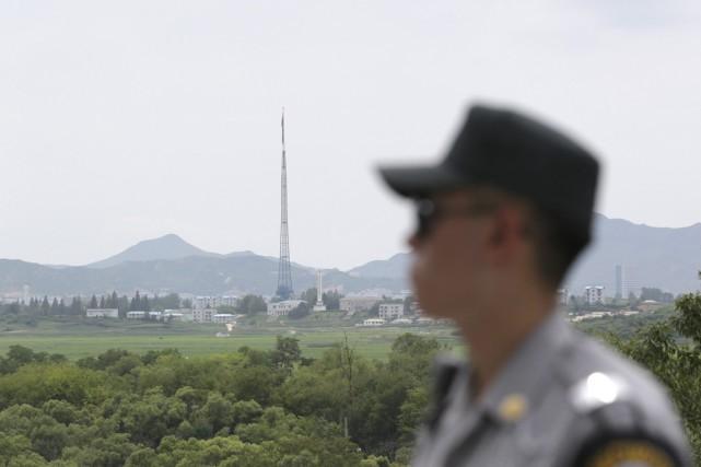 Un soldat sud-coréen patrouille à proximité de la... (Photo archives AP)