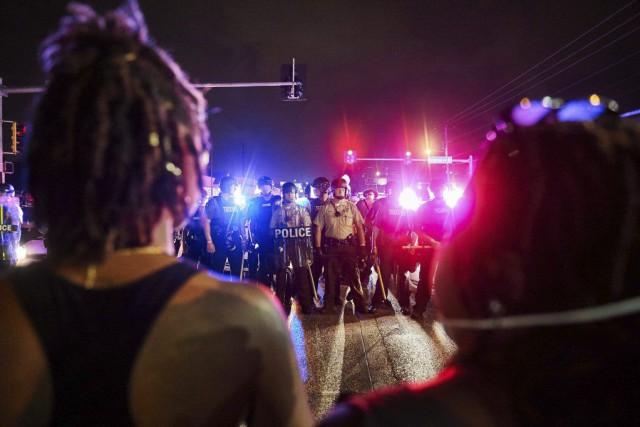Des violences ont éclaté à l'issue de l'hommage... (PHOTO MICHAEL B. THOMAS, AFP)