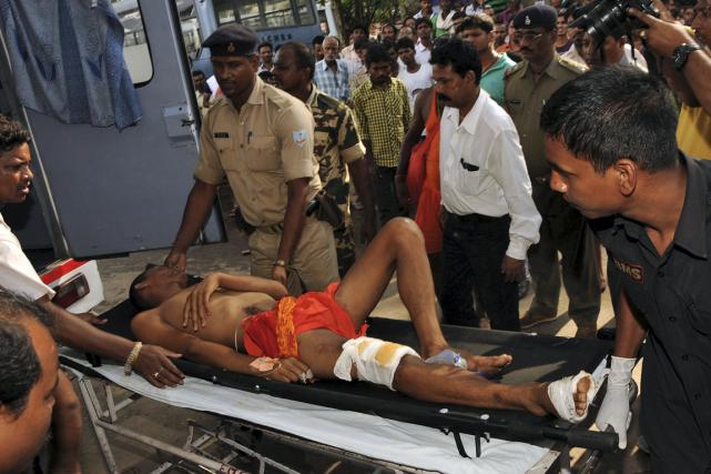 Un pèlerin blessé dans la bousculade devant un... (Photo Reuters)