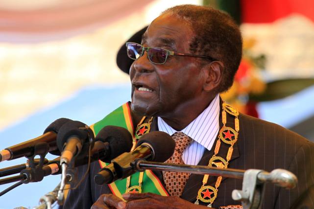 Le président zimbabwéen Robert Mugabea lancé lundi une... (Photo Tsvangirayi Mukwazhi, AP)