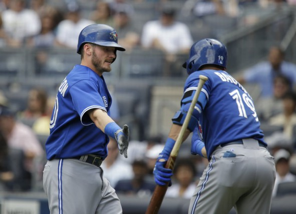 Josh Donaldson et Jose Bautista ont frappé un... (Associated Press)