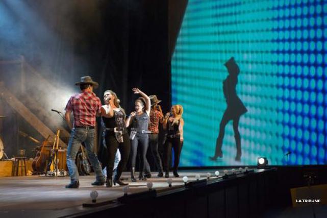 Après avoir passé tout l'été à Sherbrooke, la troupe du spectacle Cowboys,... (Imacom, Julien Chamberland)