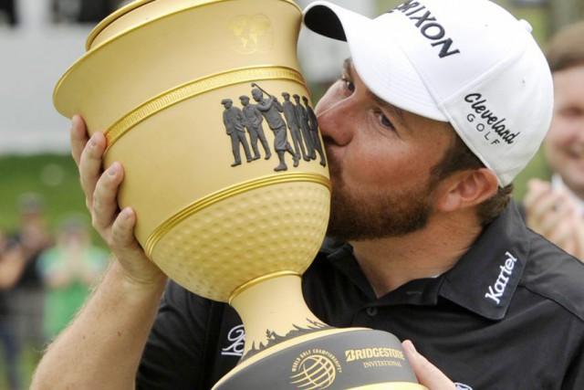 Shane Lowry a damé le pion à Jim... (Associated Press)