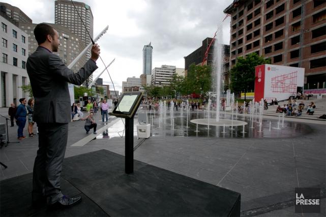 L'installation interactive Maëstro vous invite à vous jeter... (PHOTO FRANÇOIS ROY, LA PRESSE)