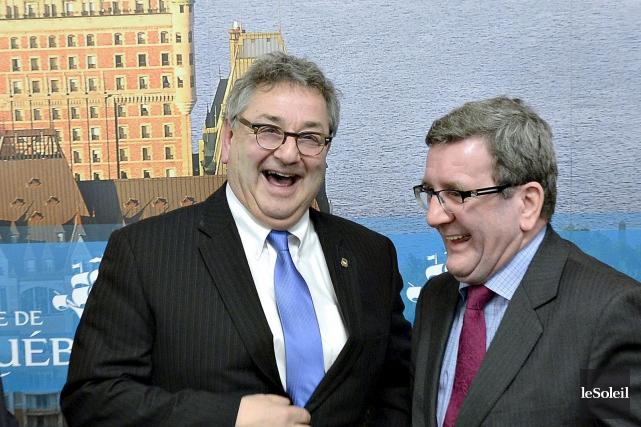 Le maire de Rimouski, Éric Forest, et le... (Photothèque Le Soleil, Pascal Ratthé)