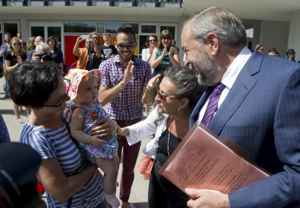 De gauche à droite, le chef du Parti... (PHOTO FRANK GUNN, REUTERS)