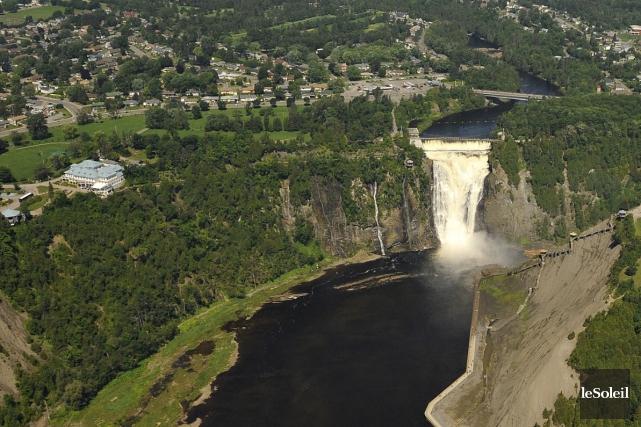 Après le Vieux-Québec, la chute Montmorency est l'attrait... (Photothèque Le Soleil, Patrice Laroche)
