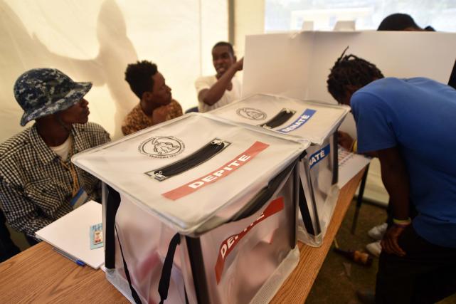 Les 5,8 millions d'électeurs haïtiens inscrits étaient appelés... (Photo Hector Retamal, AFP)