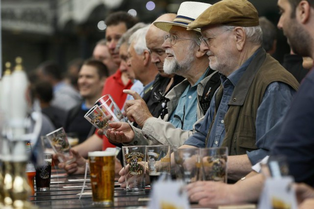 Au Festival de la bière britannique (Great British Beer Festival), qui s'est... (PHOTO AP)