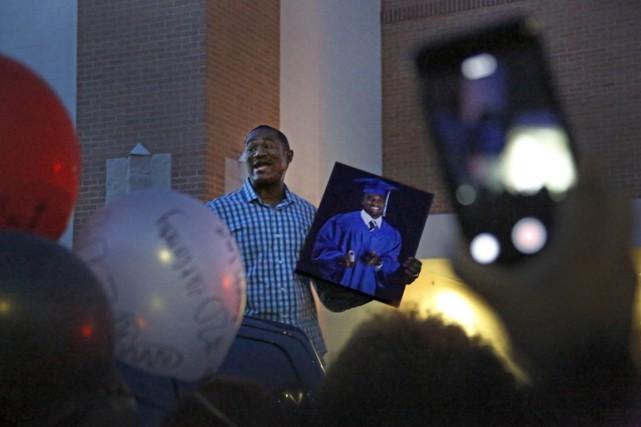 Brad Miller, un policier de 49 ans qui... (Photo AP)