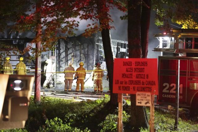 Le seul bâtiment impliqué dans l'incendie n'était heureusement... (photo Catherine Trudeau)