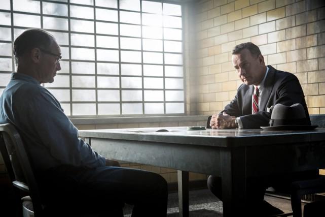 Tom Hanks (à droite) et Mark Rylance dans... (Twentieth Century Fox)