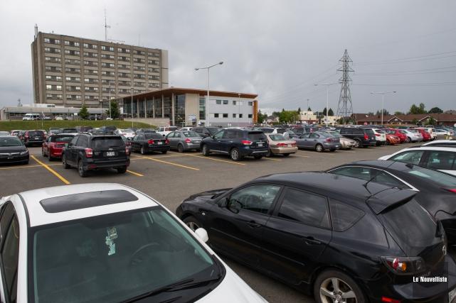 Les profits liés aux parcs de stationnement des... (Photo: Olivier Croteau Le Nouvelliste)