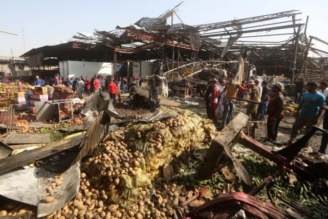L'attentat, survenu à Sadr City, un grand quartier... (PHOTO AHMAD AL-RUBAYE, AFP)