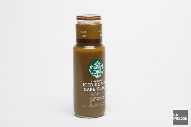 Une bouteille de ce café glacé Starbucks, agréable à boire par temps chaud,... (PHOTO OLIVIER PONTBRIAND, LA PRESSE)